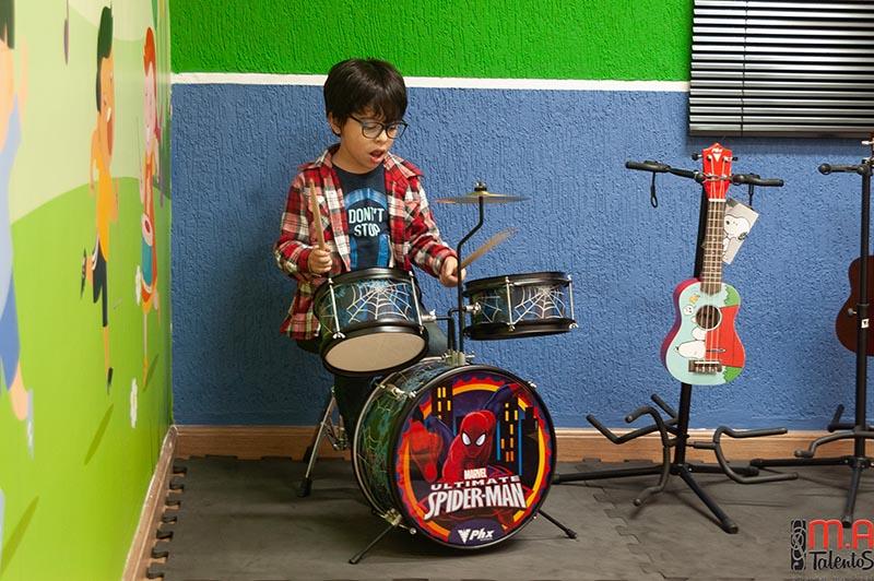 Fotos da aula de musicalização infantil na nova sala temática, captadas dia 8 de agosto de 2018.